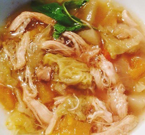 Sopa de Galinha com Couve Lombarda