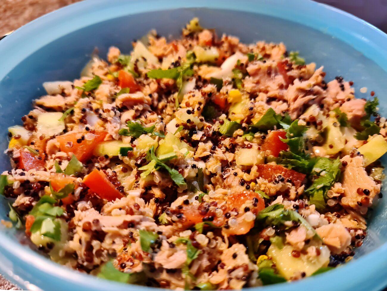 Salada de Quinoa e Atum em 15 minutos – Sem Glúten, Sem Lacticínios