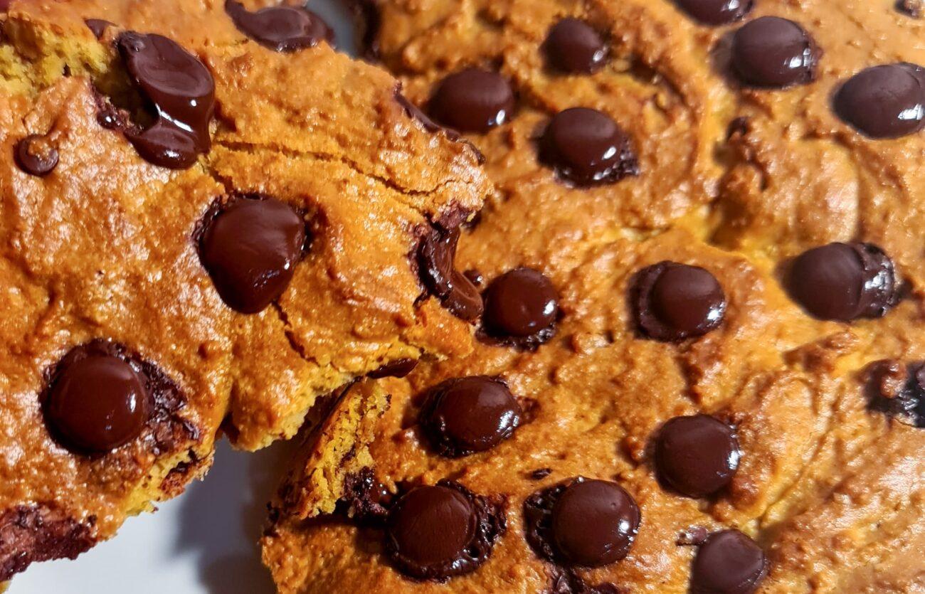Cookie Americana XXL na Frigideira – Sem Glúten, Sem Lacticínios